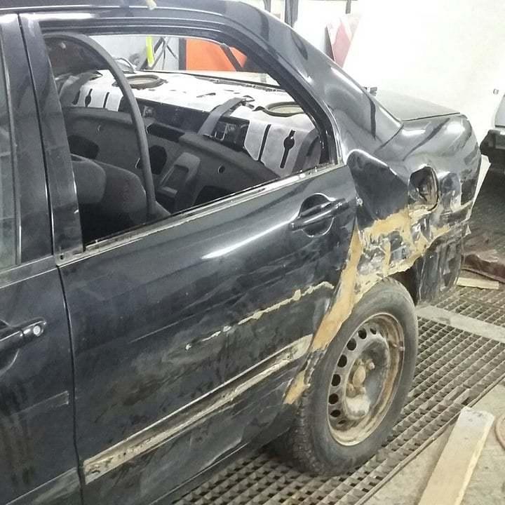 Фото повреждений кузова Mitsubishi