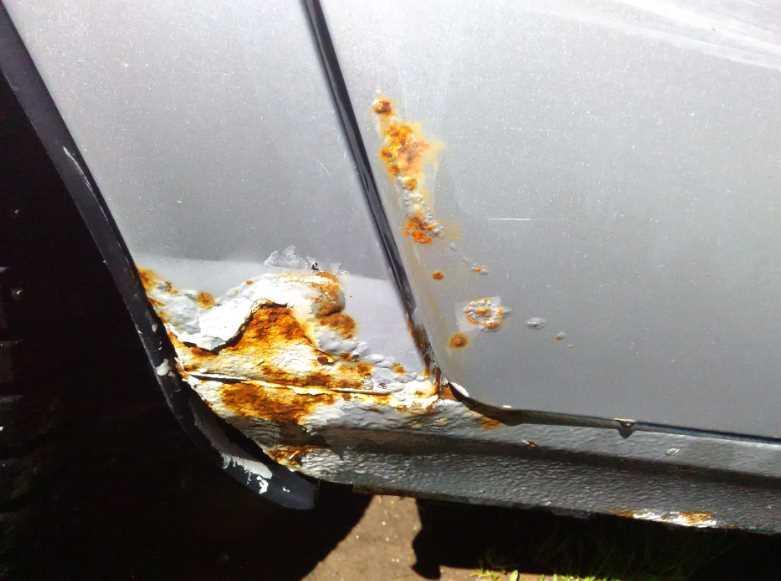 Фото примера ржавчины на кузове авто