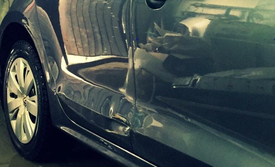 Вид машины до ремонта вмятины
